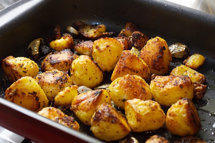 roast potatoes in pan